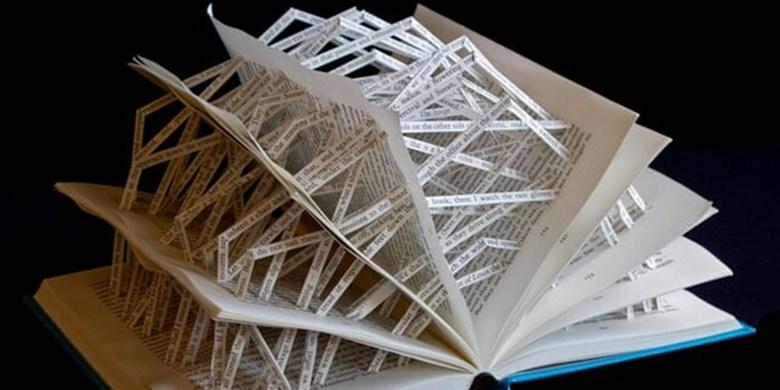 استفاده از کتاب های مشهور دنیا برای ساخت مجسمه + تصاویر