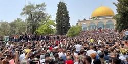 یورش صهیونیستها به مسجدالاقصی/ محاصره نمازگزاران فلسطینی